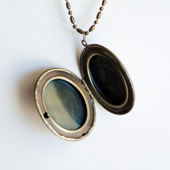locket_open