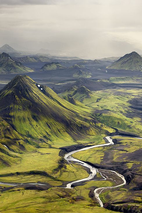 islandia guys Iceland is in the north, it has glaciers, sun, gay friendly athmo, amazing nature, the best gay pride festivities, lgbt events and a gay travel agency called pink iceland that assists you.