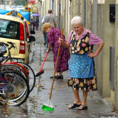 cleaning the streets Florence