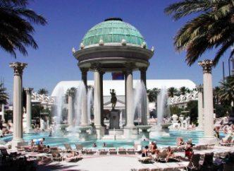 Caesars-Pool-Vegas